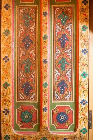 Hotel Nord-Pinus Tanger: The decor on a closet door