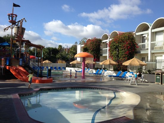 Howard Johnson Anaheim Hotel and Water Playground: Water park and pool