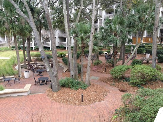 Omni Hilton Head Oceanfront Resort: Courtyard view from room