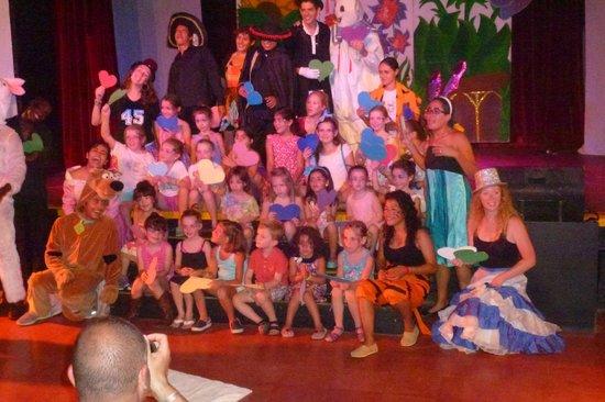 Club Med Ixtapa Pacific: kids club evening show