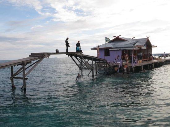 Billabong Scuba Homestay: the dive shop and the brigde