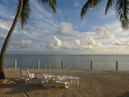Drop Anchor Resort: Beachfront