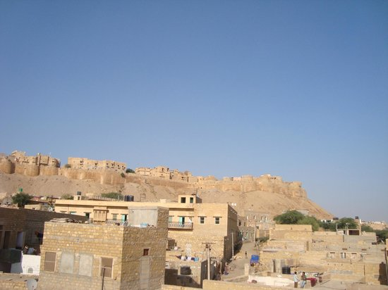 Mystic Jaisalmer Hotel: view of fort from rooftop