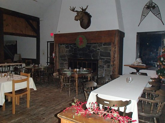 The Inn on Gore Mountain: lobby