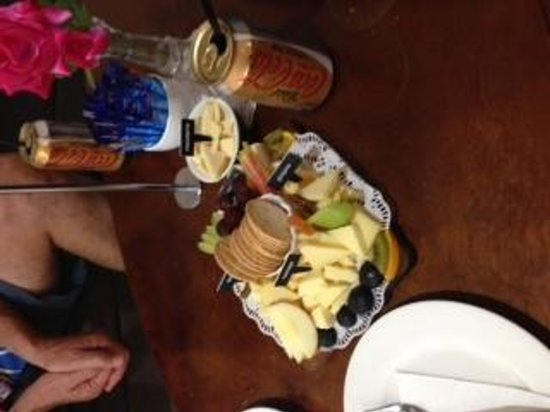 Gallo DairyLand : cheese, crackers and fruit platter, small!!! yummo.