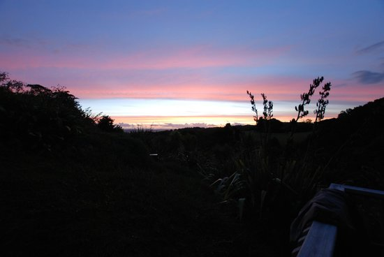Kauri Villas: Sunset view from Deck.