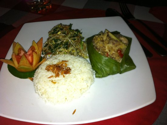 Kubuku Ecolodge and Resto: Delicious Fish in banan leaves