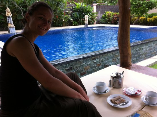Kubuku Ecolodge and Resto: Afternoon tea by the pool