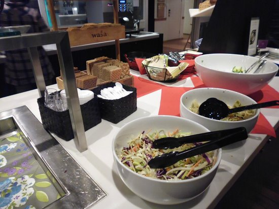 Clarion Collection Hotel With: Salad bar, dinner
