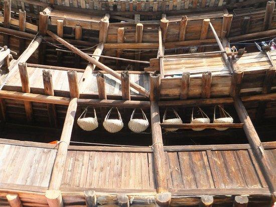 Fujian Tianluo Tulou (Nanjing Wooden building) : Wooden beams and poles of the rammed earthen buildings