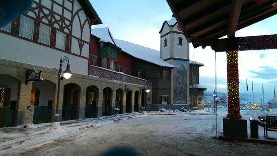 Zermatt Resort & Spa: Zermatt Courtyard & shops