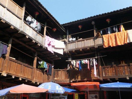 Fujian Tianluo Tulou (Nanjing Wooden building) : Cluttered living quarters of the Hakkas