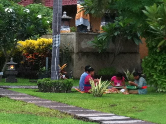 Kubuku Ecolodge and Resto: Making offerings in the garden