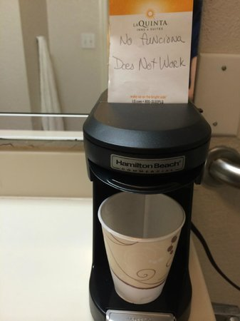 La Quinta Inn Fort Myers Central: Non-working in-room coffee pot