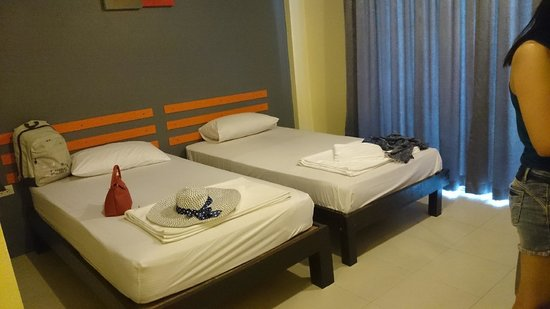 Lanna Beach Guesthouse: room is cleaned everyday, with new towels everyday
