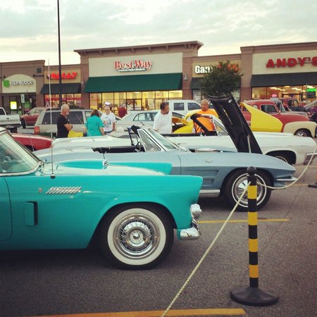 Andy's Cheesesteaks & Burgers : Their Friday night car show!