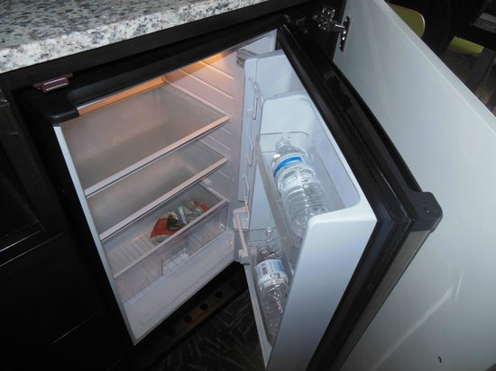 Radisson Resort Orlando-Celebration : Fridge - they place 2 water bottles in your room each day