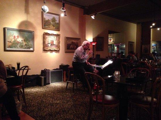 Main Street Bistro: Entertainment in restaurant