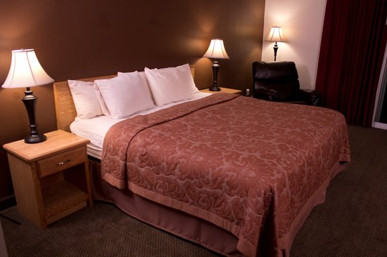 Fairbridge Inn & Suites: Queen Business Room