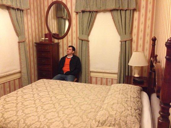Stanyan Park Hotel: Quuen sized room