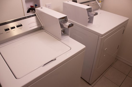 Super 8 Moscow: Guest Laundry