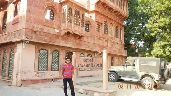 Hotel Harasar Haveli: entrance
