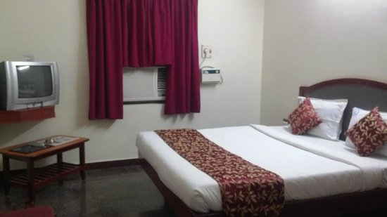 Sri Sabthagiri : DELUXE A/C ROOM