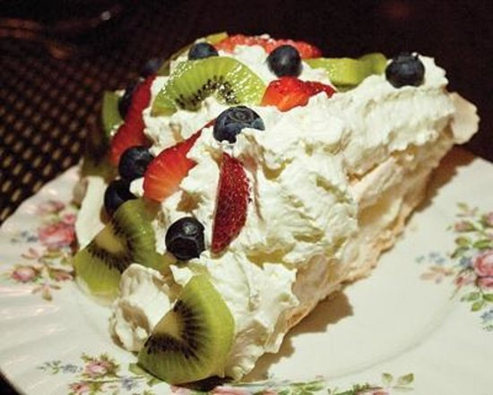 Fish Tales Cafe : Fish Tales Restaurant, Qualicum Beach - Pavlova