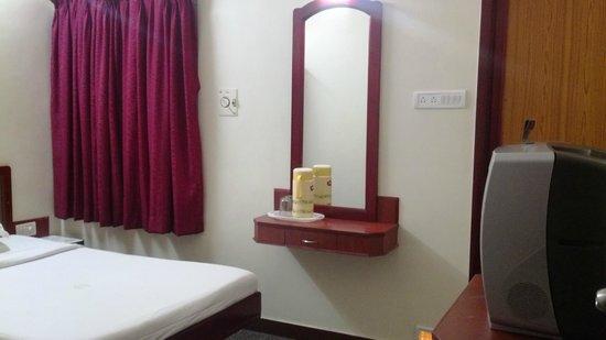 Sri Sabthagiri : STANDARD NON A/C ROOM