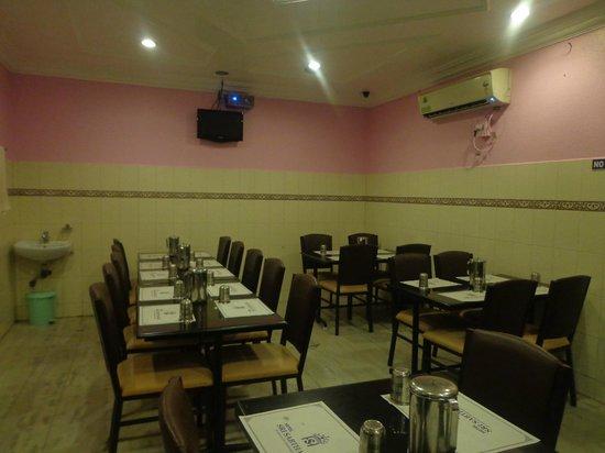 Sri Sabthagiri : Vegeterian A/C Restaurant