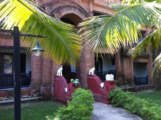 Thazin Garden Hotel: Hotel room block