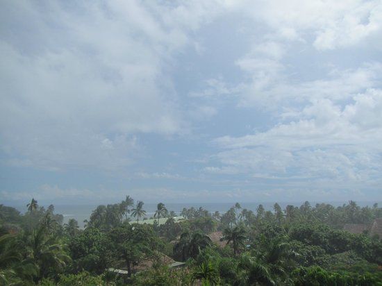 Outrigger Fiji Beach Resort: palms and balmy breezes