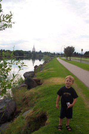 FairBridge Inn & Suites Idaho Falls: Jogging path behind hotel