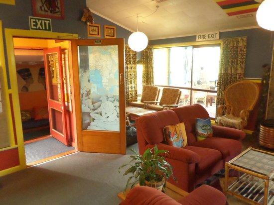 Global Village Backpackers: Lounge