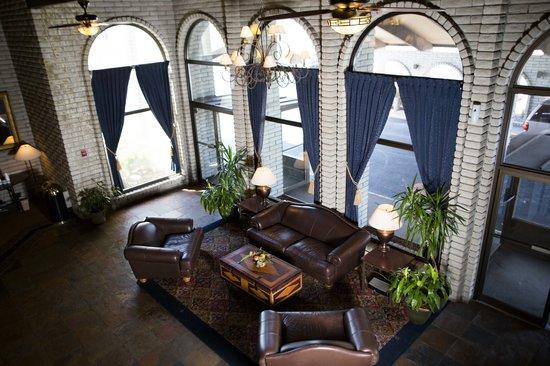 FairBridge Inn & Suites And Outlaw Convention Center: Lobby