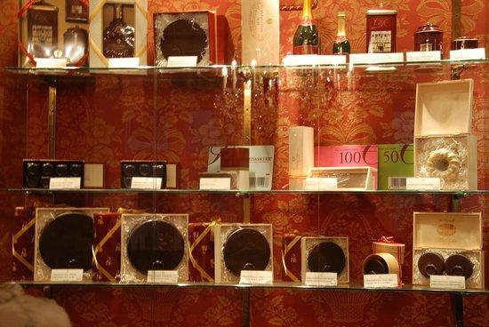 Café-Restaurant Sacher Innsbruck: Sacher Torte e prodotti da asporto