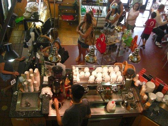Morning Brew: 客は絶え間なくやって来る