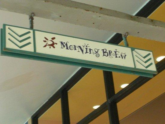 Morning Brew: 通路の看板、夜はBarになる