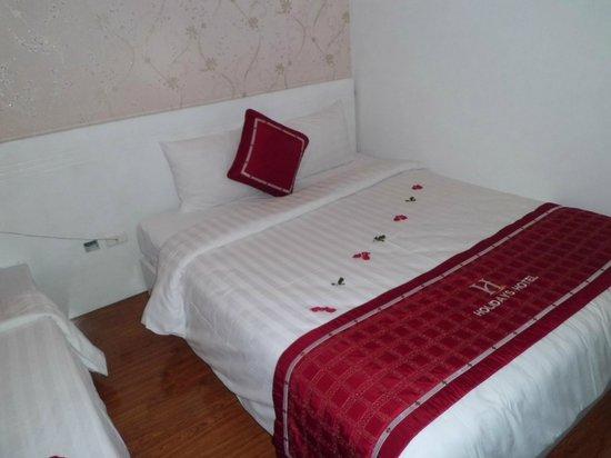 Hanoi Holiday Diamond Hotel: Bed