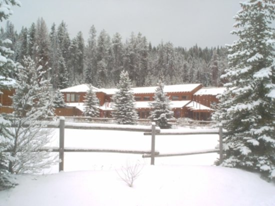 The Lodge at Lolo Hot Springs: The Lodge in the winter