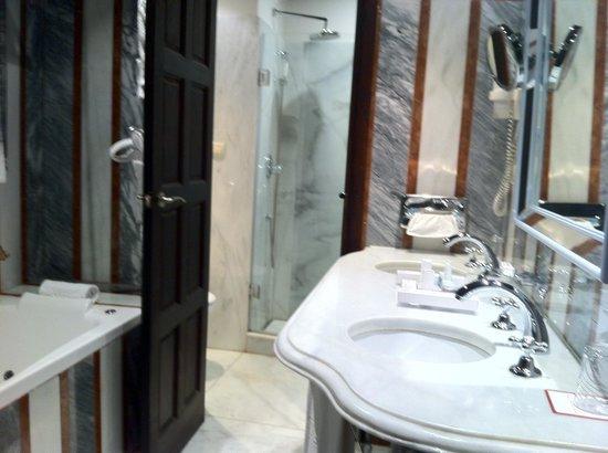 Las Casas de la Judería: バスルーム