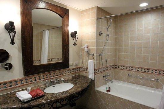 Promisedland Resort & Lagoon : Bathroom, very large indeed !