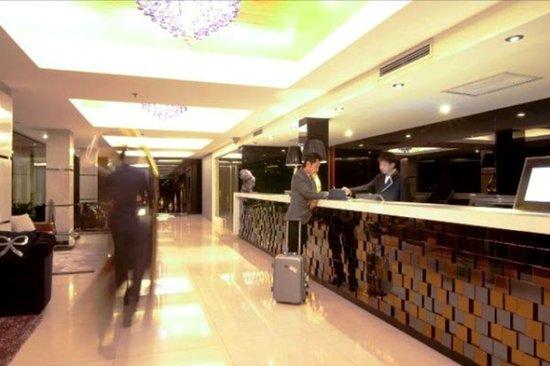Rashmi's Plaza Hotel: Main Lobby