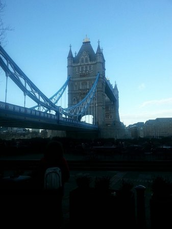 Premier Inn London Tower Bridge Hotel: Hotel is 15 mins walk but you see the bridge nearly as soon as you step out of the hotel