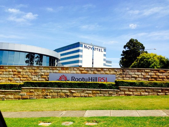 Novotel Sydney Rooty Hill : View from entrance