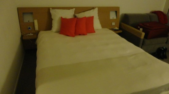 Novotel Paris Les Halles: bed