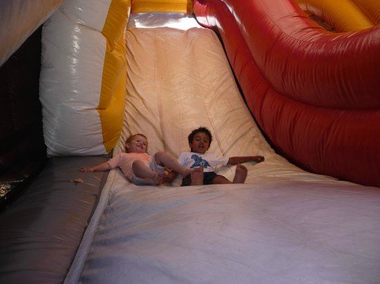 Countrylife Farm: Bouncey Castle and the monster slide was a great deal of fun