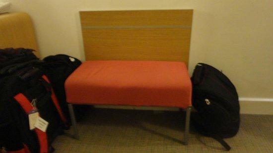 Novotel Paris Les Halles: Sofa - extra bed in the room