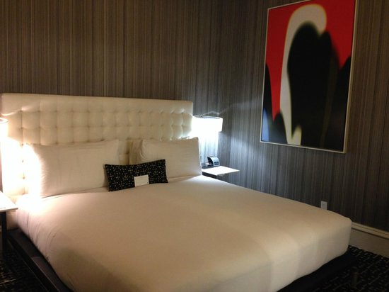 Moderne Hotel: my wonderful room - the bed