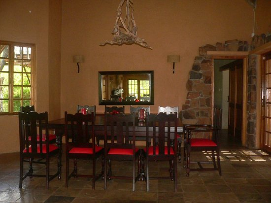Mokolodi House: Thhe Lounge and Dinig Table